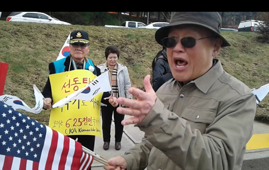 south-Koreans-against-park-impeachment=oregon